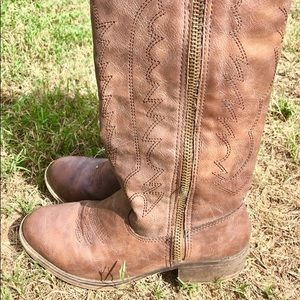 zip up cowgirl boots size 7